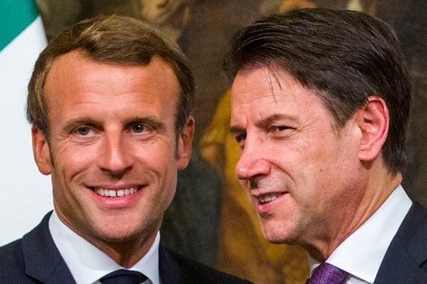 Francúzsky prezident Emmanuel Macron (vľavo) a taliansky premiér Giuseppe Conte počas stretnutia 18. septembra 2019 v Ríme.