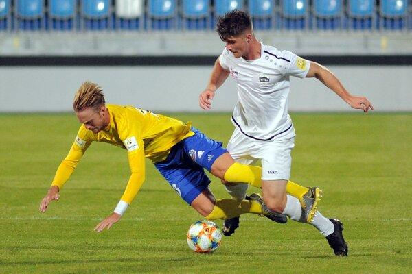 Španiel Ian Pino Soler (vľavo) absolvoval debut vo Fortuna lige a hneď dal aj víťazný gól.