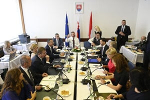 Rokovanie vlády v Brezovej pod Bradlom.