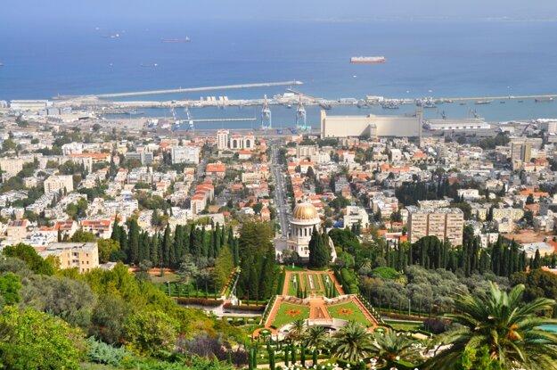 Pobrežné mesto Haifa so záhradami