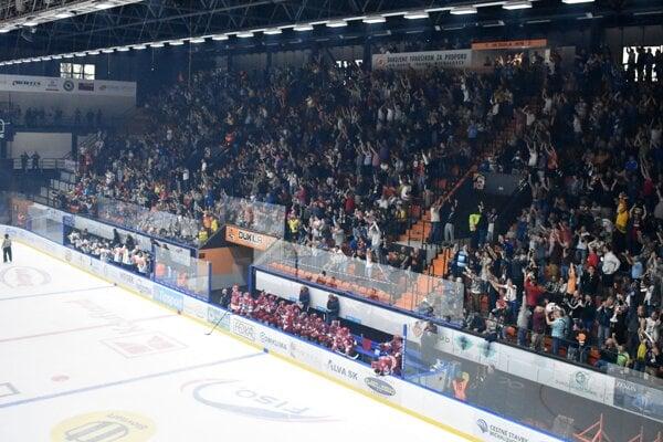 Michalovský štadión bude opäť praskať vo švíkoch. Po lístkoch na Slovan sa len tak zaprášilo.