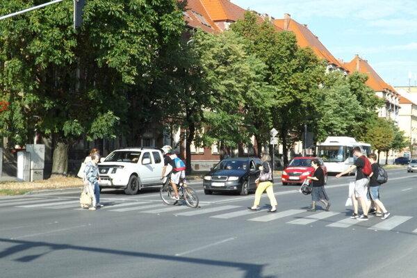 Nehoda sa stala na tomto priechode pre chodcov.