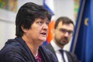 Na snímke verejná ochrankyňa práv Mária Patakyová a riaditeľ sekcie odboru ochrany základných práv a slobôd Tomáš Čitbaj.