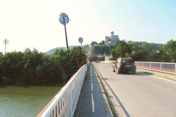 Most je stavenisko, pohyb chodcov zakázali.