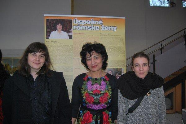 Zdenka Mahajová (v strede), v spoločnosti autoriek filmu Vladimíry Hradeckej a Pauly Ďurinovej