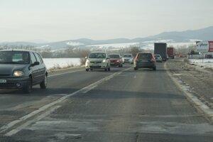 Cesta I/9 pri Trenčíne.