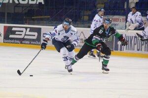 M. Vandas (vľavo) pokračuje aj v Poprade v dobrej streleckej forme, ktorú získal v Slovane.