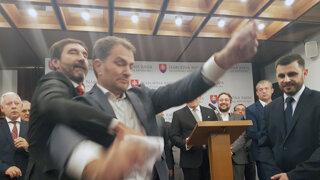 Fico hovoril o Gorile, tlačovku narušil Matovič (video)