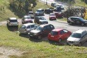 Parkovanie na sídlisku Rozkvet.