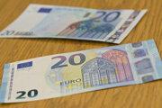 Ústredie práce prisľúbilo, že nevyplatené peniaze dostanú rodiny ešte v priebehu októbra.