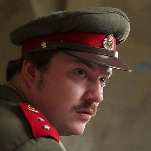 Lukáš Pelč vo filme Amnestie.