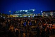 Protestujúci v Bratislave na Hodžovom námestí.