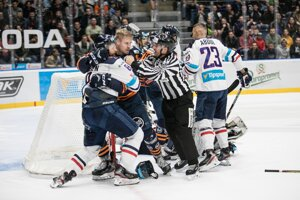 Roztržka medzi hráčmi počas hokejového zápasu 14. kola základnej časti Tipsport ligy 2019/2020 medzi HC Slovan Bratislava - HC Košice.