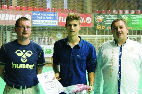 Najlepším strelcom turnaja bol Nino Petruš (v strede) z Opatovej.