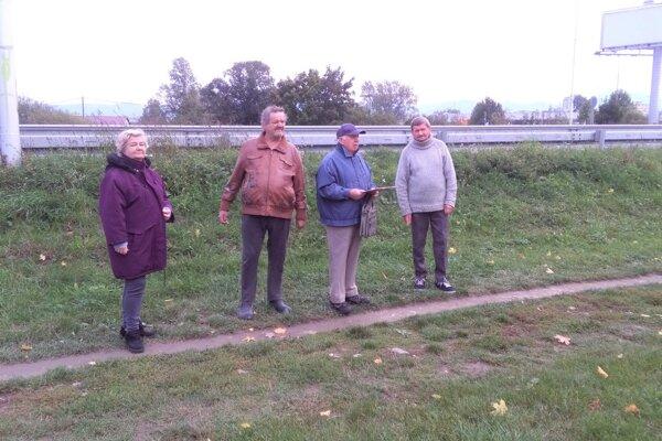 Na toto miesto pod obchvatom pri Tulipe by sa podľa miestnych zišiel nový chodník.