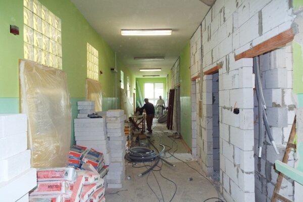 V Kysuckej nemocnici prebiehajú rozsiahle rekonštrukcie. Pacienti sa dožadovali aj nových sociálnych zariadení.