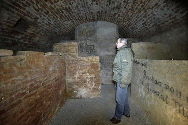 Katakomby ukrývajú hrobky historických osobností Trenčína.
