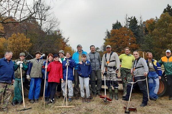 Spojili sa pracovníci Správy Chránenej krajinnej oblasti Štiavnické vrchy a dobrovoľníci.