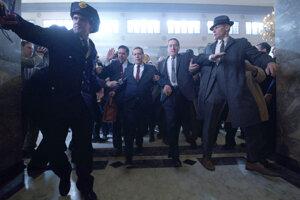 Ray Romano, Al Pacino a Robert De Niro vo filme The Irishman.