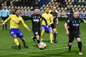 Michalovce doma stratili ďalšie body. Jeden z dvoch gólov opäť inkasovali zo štandardky.