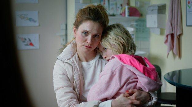 Narušiteľa systému malú plavovlasú Benni stvárnila Helena Zengel