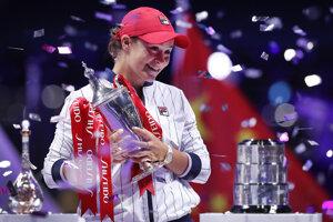 Ashleigh Bartyová po triumfe na turnaji MS WTA v čínskom Šen-čene.