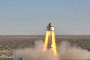 Loď CST-100 Starliner so spustenými štyrmi únikovými motormi. Únikový systém má za úlohu dostať astronautov do bezpečia v prípade nehody na rakete.