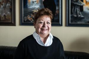 Gabriela Herényiová (66) je dlhoročná psychologička. Pôsobí na Katedre psychológie Filozofickej fakulty Univerzity Komenského v Bratislave a zameriava sa na školskú psychológiu. Ako školská psychologička na Tanečnom konzervatóriu Evy Jaczovej v Bratislave bola od roku 2000 takmer štrnásť rokov. Je členkou výboru Asociácie školských psychológov SR a ČR a tiež členkou Medzinárodnej asociácie školských psychológov ISPA.