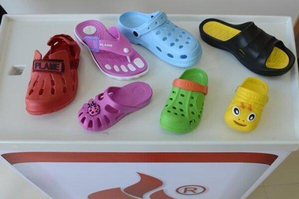 Gumená obuv vyrábaná v Kružlove.