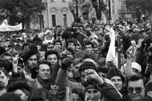 Bratislavské námestie SNP v novembri 1989.