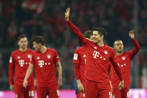 Radosť hráčov Bayernu Mníchov po výhre nad Borussiou Dortmund v 11. kole Bundesligy.