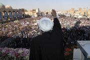 Iránsky prezident Rúhání máva davu.