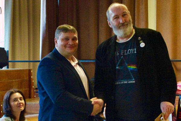 Roman Baláž pri prevzatí hlavnej ceny vsúťaži Kongen Script 2018.
