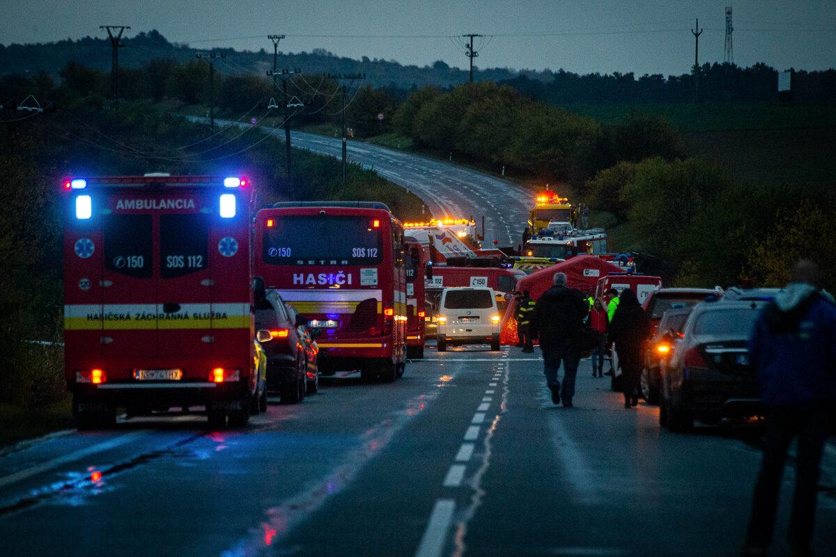 Pri nehode autobusu zomrelo 12 ľudí, vláda rozhodne o štátnom smútku (minúta po minúte)