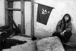Fotografka Dana Kyndrová v českých Miloviciach, kde dokumentovala život Sovietov.