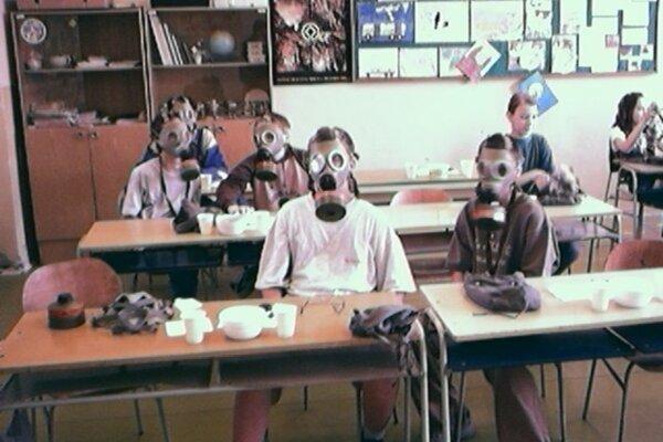 Nácvik v plynových maskách.