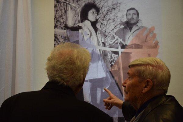 Z vernisáže výstavy Nežná, ktorú si môžu návštevníci nedeľného spomínania pozrieť bezplatne.