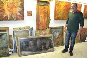 Originálny výtvarník Marián Kusik namaľoval pri príležitosti novembrových udalostí obraz Na východe nič nie je.