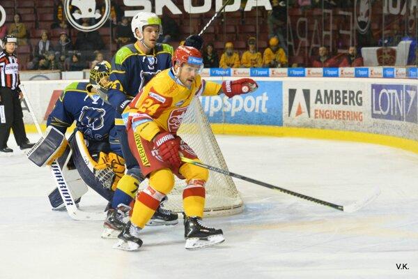 Boris Sádecký (v žltom) opäť predviedol šikovné ruky.