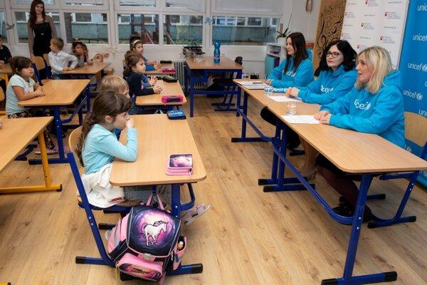 Ministerka sa porozprávala so školákmi.