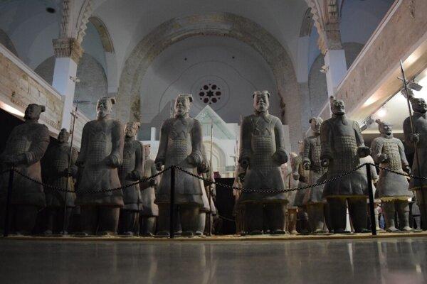 Vojaci Terakotovej armády už čoskoro opustia priestory lučeneckej synagógy.