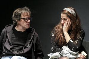 Robo Roth a Monika Potokárová počas generálky inscenácie francúzskeho dramatika rumunského pôvodu Eugena Ionesca s názvom Lekcia v divadle Aréna.