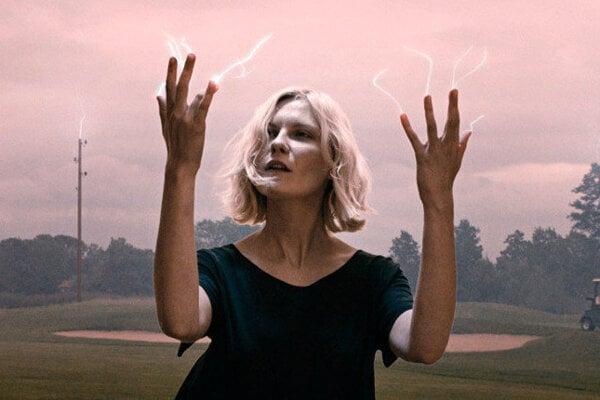 Kirsten Dunst vo filme Melancholia.