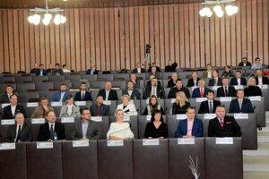 Poslanci sa vo štvrtok zídu na novembrovom zasadnutí MsZ v Martine.