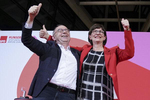 Novými lídrami SPD sa stali Norbert Walter-Borjans a Saskia Eskenová.