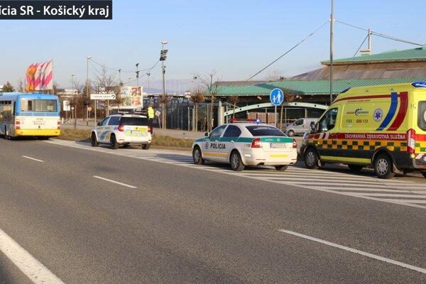 Na mieste zasahovala polícia a záchranári.