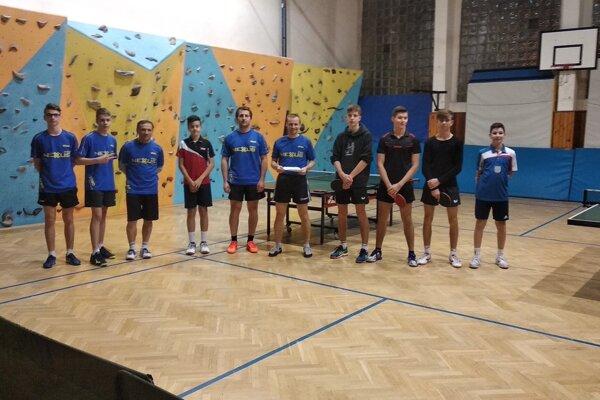 Štvrtoligoví stolní tenisti z Kysuckého Nového Mesta.