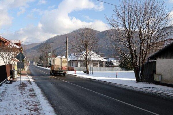 Zrekonštruovaná cesta už slúži vodičom.
