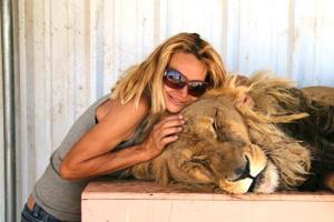 Zuzana Kukol s levím miláčikom Bam Bamom.