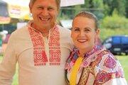 Starostka obce Jana Šimová rada a hrdo nosí miestny kroj. Veď tej jej vyšívala ešte manželova babka.